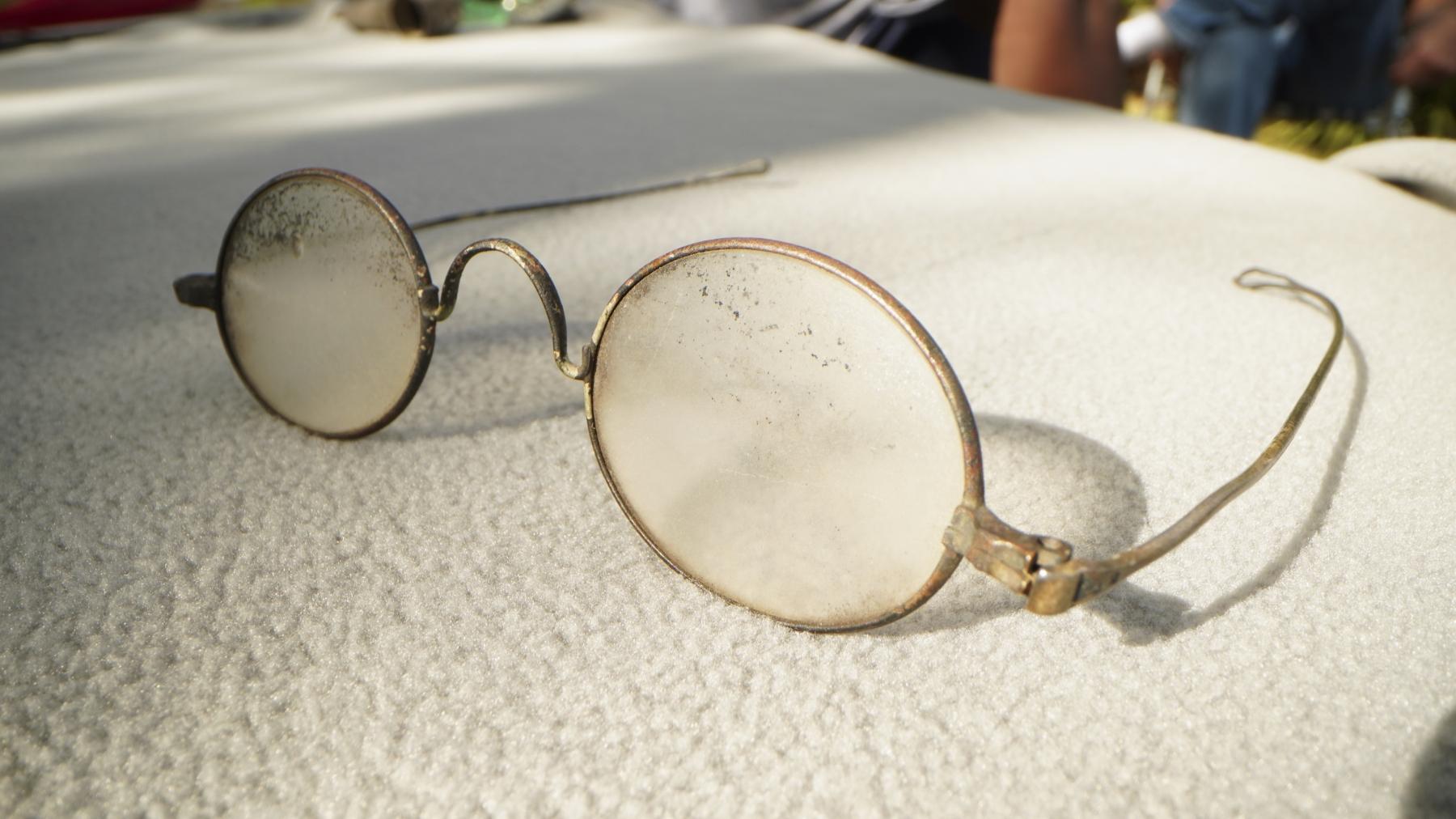 singed-eyeglasses